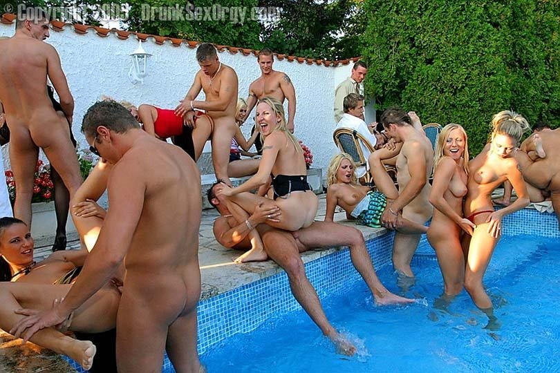 drunk-wife-sex-at-pool-party-sex-and-the-city-movie-loion