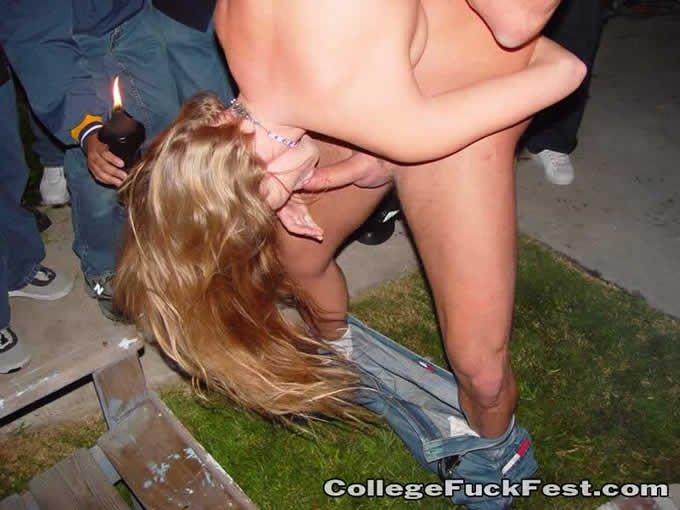 На пьяной секс вечеринке весело, хочешь соси, хочешь ебись