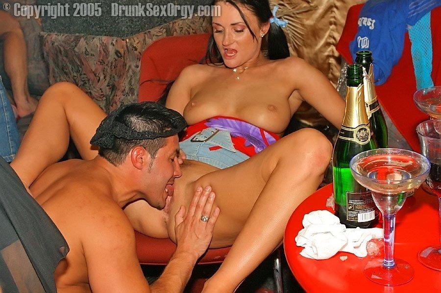 Секс пьянка смотреть видео россия деньги