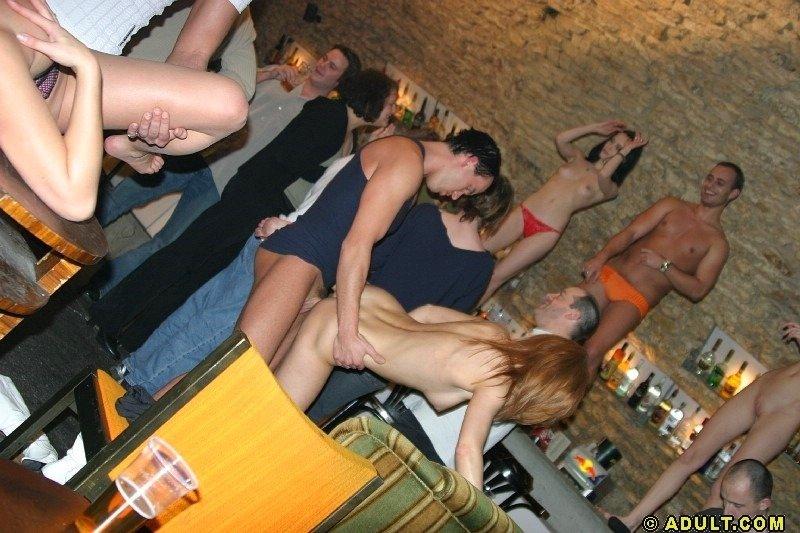 Пьяная секс вечеринка с худыми шалавами