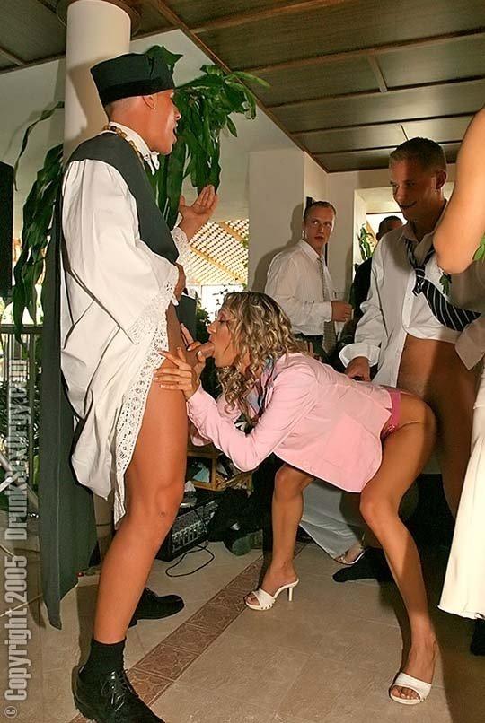Блондинки блядки на свадьбе фото порнуха