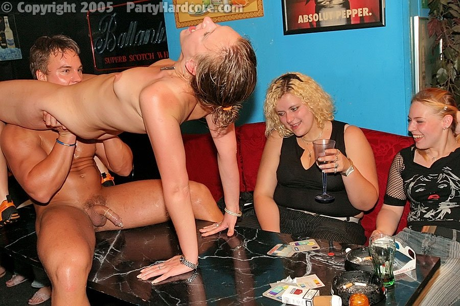 Пьяная девушка на вечеринке ххх видео