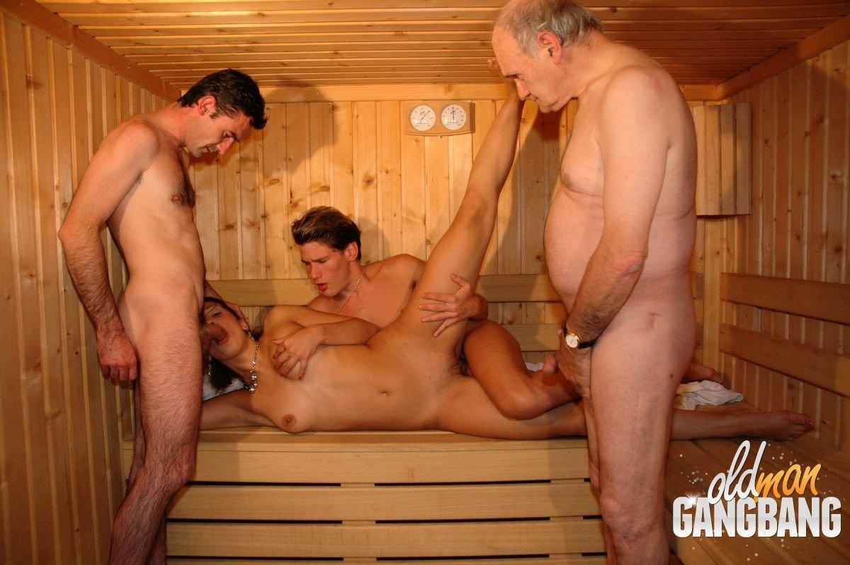 porno-s-tetkoy-v-saune