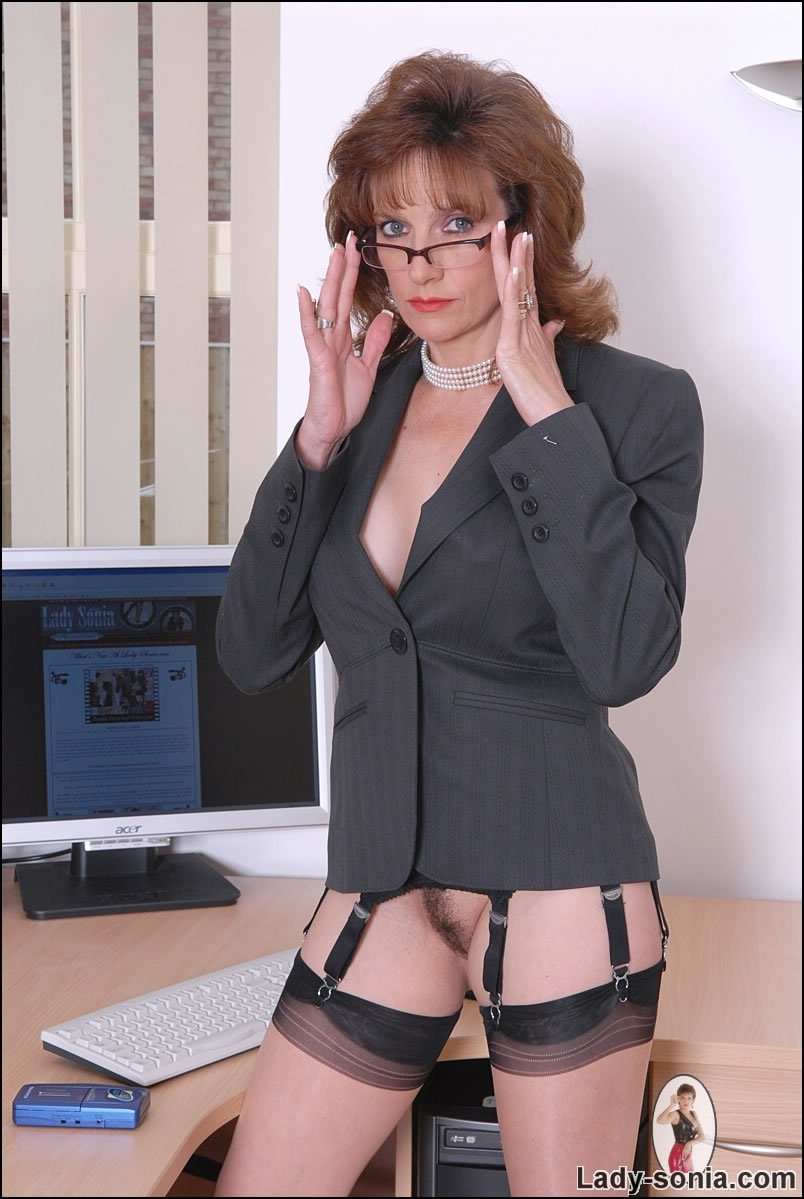 biznes-ledi-bez-trusov-idealniy-oralniy-seks