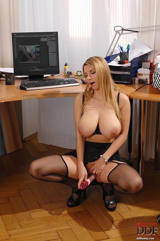 Крутые сиськи секретарши