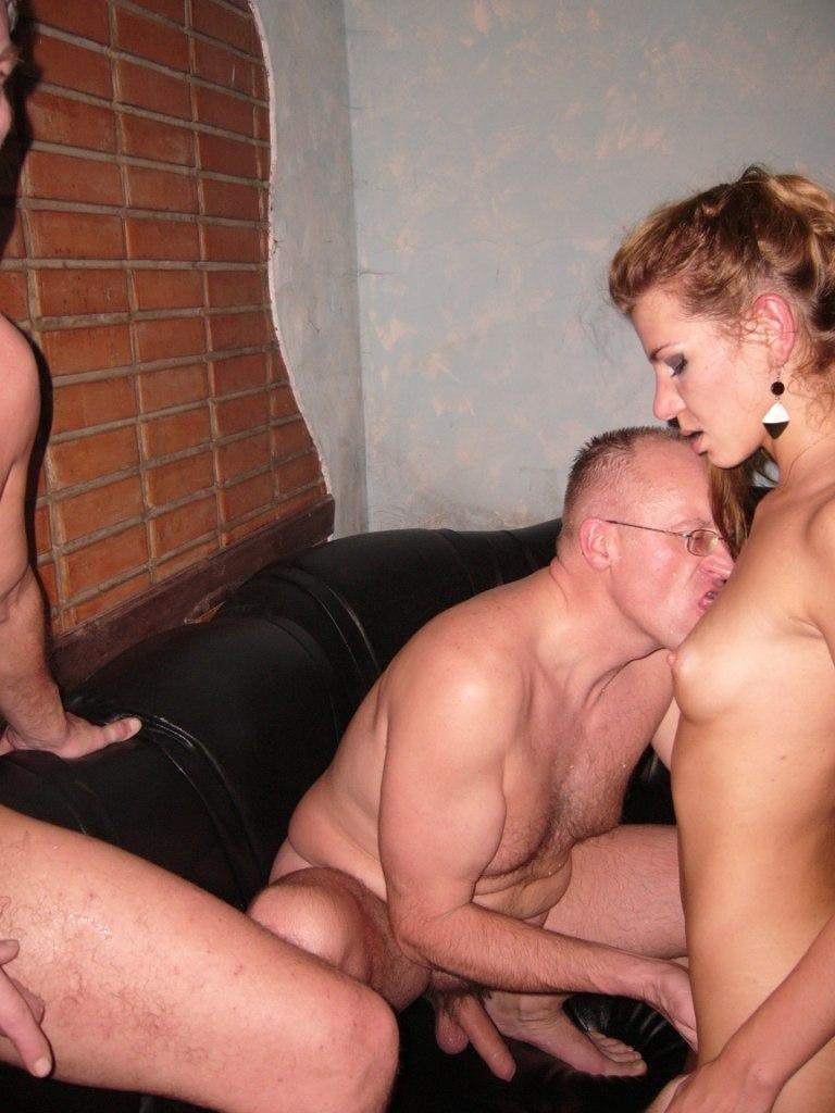 Русские парни вызвали проституток в сауну трахаться