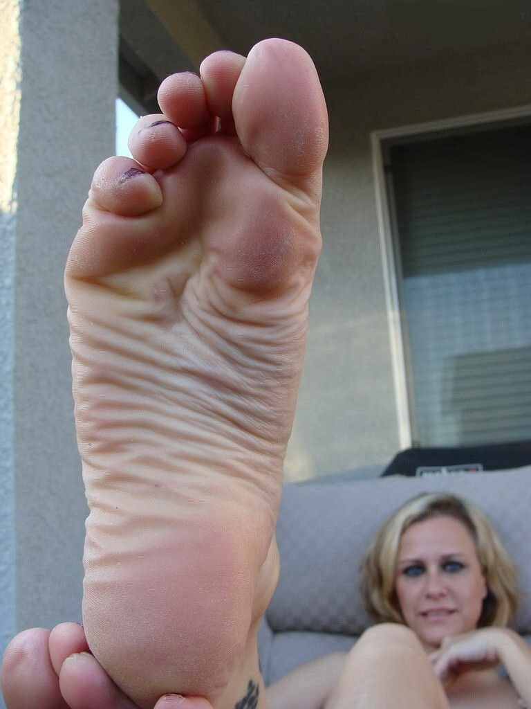 Фото галереи мужские ступни сперма и член #5