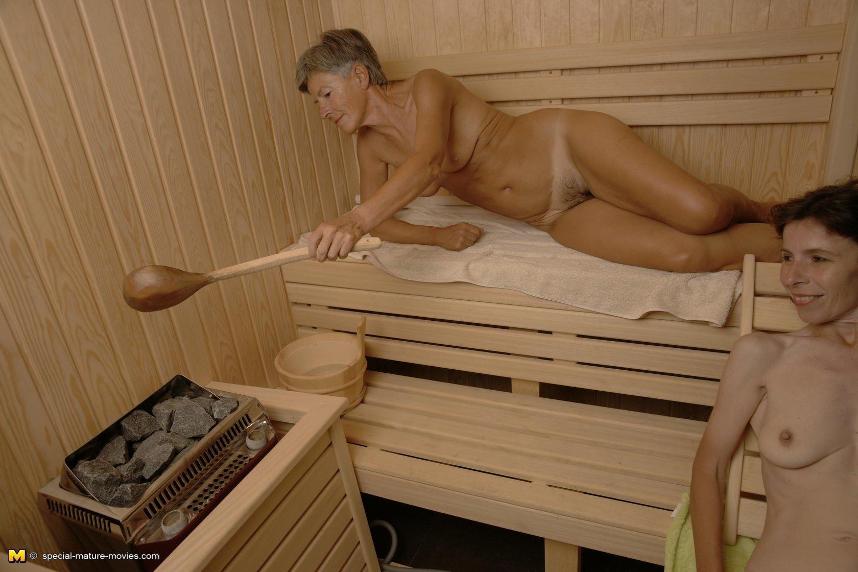 golie-zrelie-zhenshini-v-saune-video-vozbuzhdayushie-sochnie-popki-foto