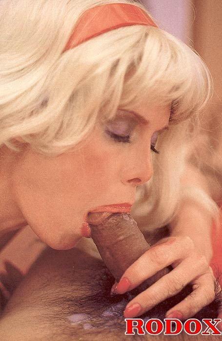 Ретро порнушка со зрелой блондинкой