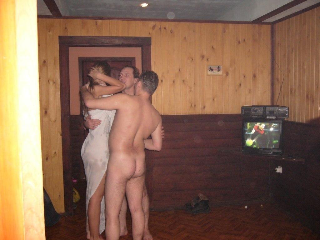 korporativ-v-saune-porno-foto-video-otchego-stanovyatsya-bolshie-soski