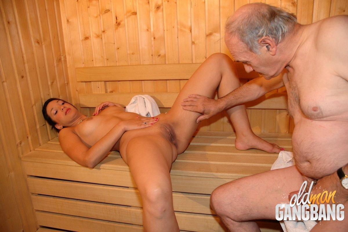 русские старушки в сауне с молодым - 12