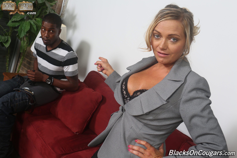 Блондинка согласилась стать шлюхой для негра