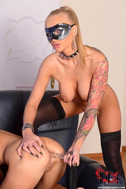 С татуировкой - Фото галерея 990832