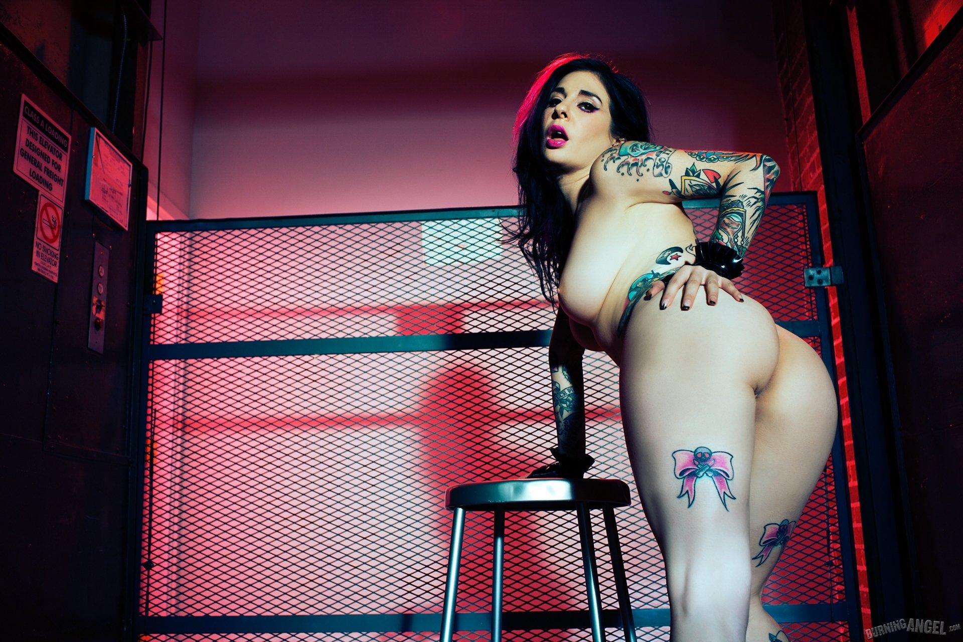 С татуировкой - Фото галерея 1055352