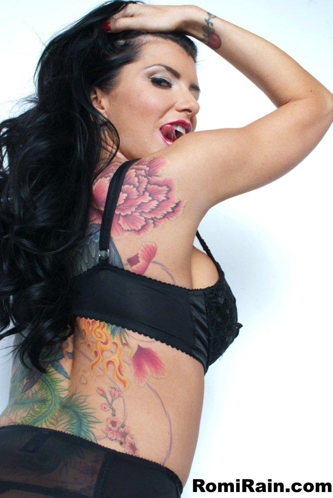 С татуировкой - Фото галерея 990881