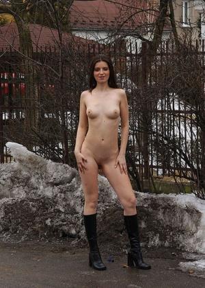 Девушки на снегу (ты их согрей руками) - компиляция 9