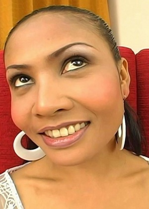 Замарал спермой красивое лицо азиатки
