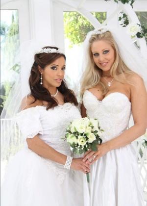 Раздевающиеся невесты с большими попками