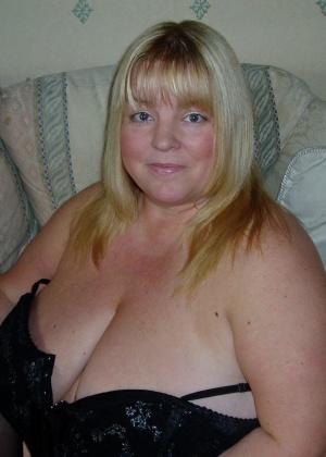 Огромные сиськи пожилой толстушки Келли Джеймс