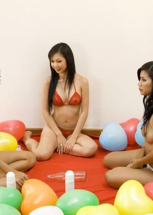 Игры с кремом трех голых азиаток