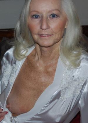 Эро фото сексуальной пожилой блондинки