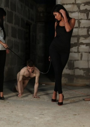 Голые мужчины и женщины в одежде - Фото галерея 868147