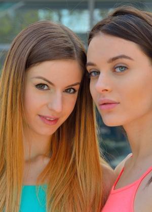 Красавицы почистили языками коричневые анусы друг дружки