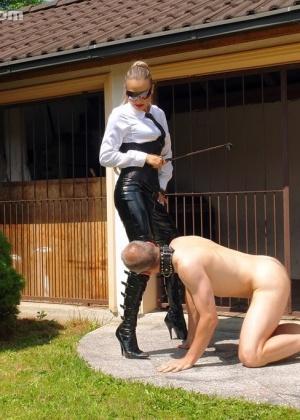 Голые мужчины и женщины в одежде - Фото галерея 711754