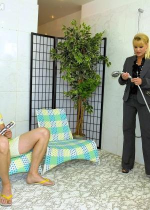 Голые мужчины и женщины в одежде - Фото галерея 947423