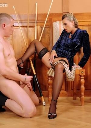 Голые мужчины и женщины в одежде - Фото галерея 711755