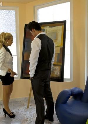 Голые мужчины и женщины в одежде - Фото галерея 866136