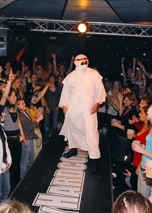 Голые мужчины и женщины в одежде - Фото галерея 909619