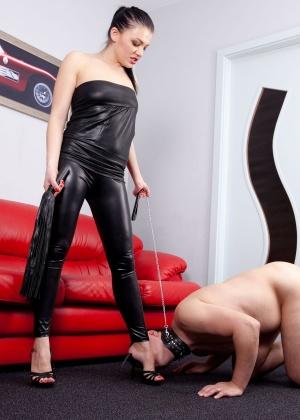 Голые мужчины и женщины в одежде - Фото галерея 1017836