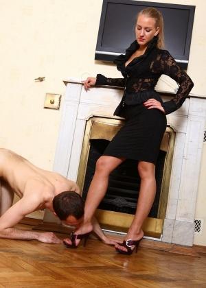 Голые мужчины и женщины в одежде - Фото галерея 866781