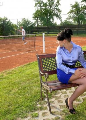Гламурную шалаву выебли два теннисиста