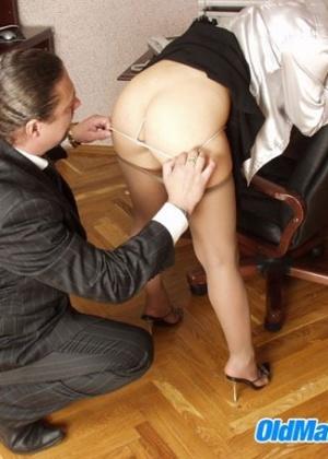 Перепихон в кабинете с молодой секретуткой