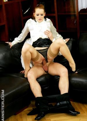 Трахнул рыжую секретаршу задрав ей юбку