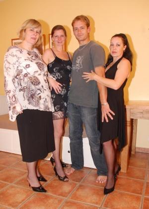 ЖЖЖМ (три женщины и мужчина) - Фото галерея 771936