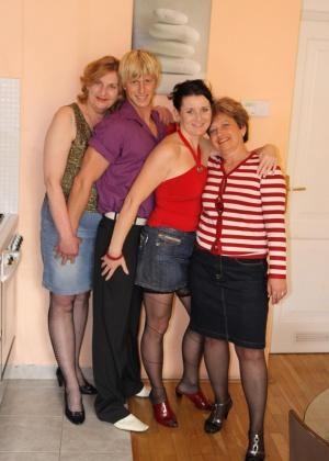ЖЖЖМ (три женщины и мужчина) - Фото галерея 706831