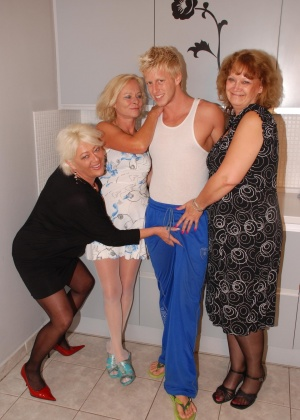 ЖЖЖМ (три женщины и мужчина) - Фото галерея 774514