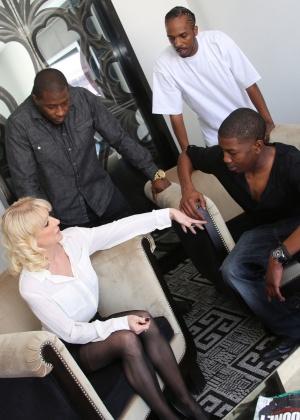 Жена с черным членом фото, фото групповых секса