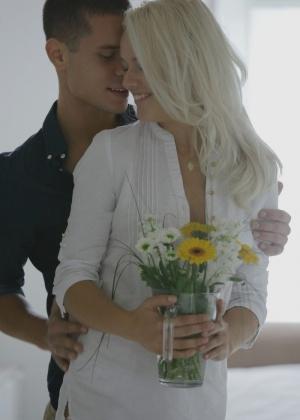 Нежный секс с эротичной блондинкой