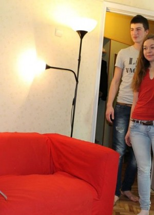 Молодежь практикует обмен партнерами