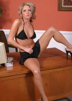 Негр трахнул блондинку секретаршу
