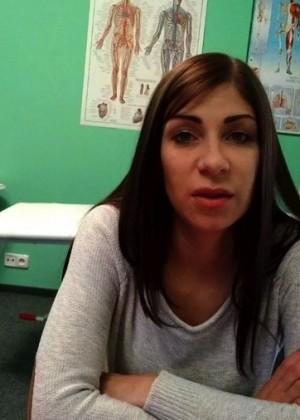 30-летняя занимается сексом на кушетке с врачом
