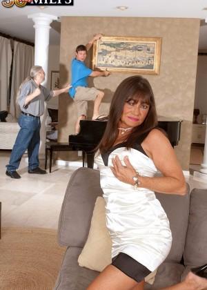 Зрелая женщина с парнем - Фото галерея 1082669