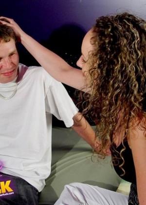Секс втроем зрелых с молодыми - Фото галерея 274409