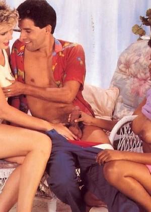 Ретро ЖМЖ с участием пары и их темнокожей служанки