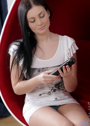 Русская девушка тыкнула в киску черный самотык