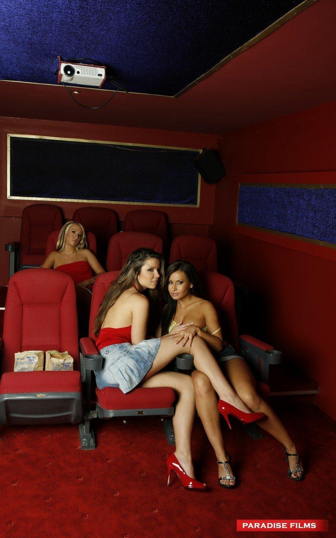 Лесби секс в домашнем видео салоне